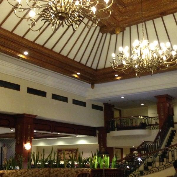 Jogjakarta plaza hotel hotel for Jogja plaza hotel swimming pool