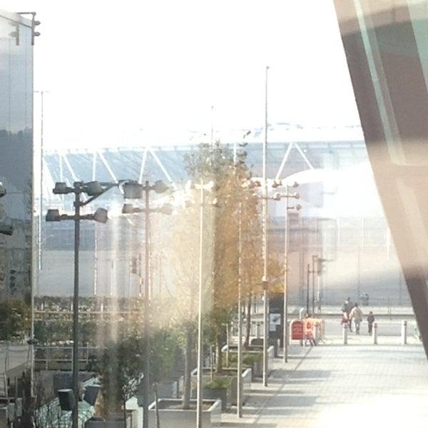 2/17/2013 tarihinde Toni M.ziyaretçi tarafından Queen Elizabeth Olympic Park'de çekilen fotoğraf