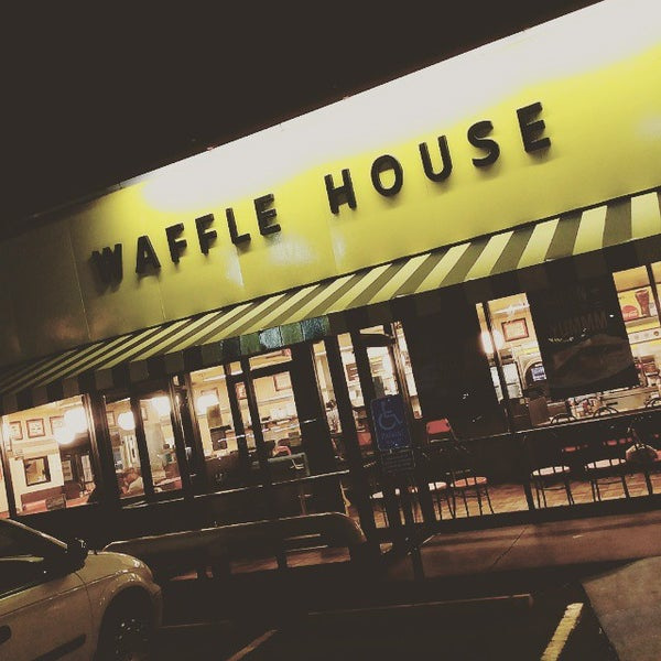 Photo taken at Waffle House by @itsjustbrian on 5/12/2015