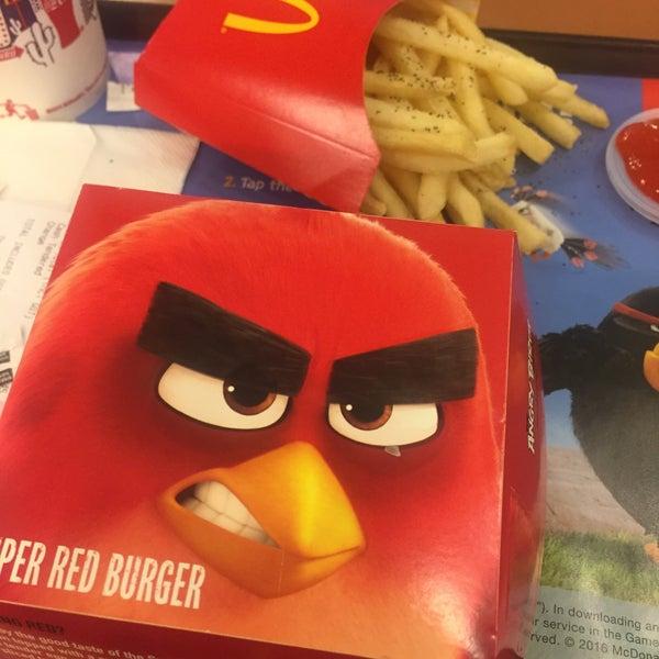 Photo taken at McDonald's / McCafé by JoJoanne 嫣. on 6/9/2016