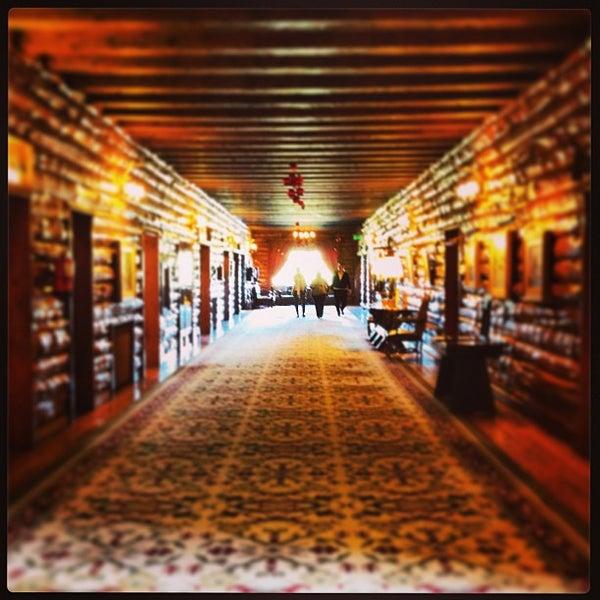 รูปภาพถ่ายที่ Llao Llao Hotel & Resort โดย Mariano B. เมื่อ 12/29/2012