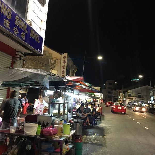 Photo taken at Chulia St. Night Hawker Stalls by WooiNie S. on 3/6/2018