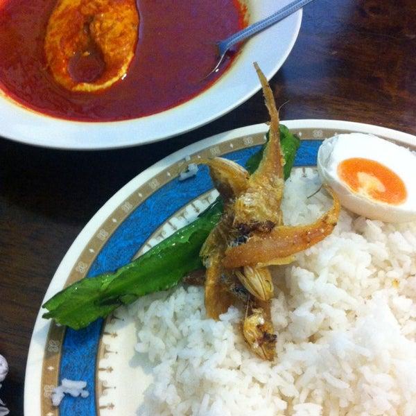 Photo taken at Restoran Mimpi Muor by Saipol Z. on 5/31/2014