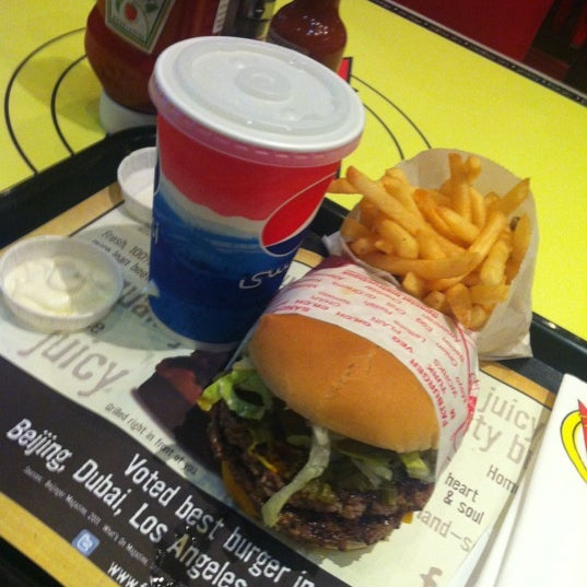 Photo taken at Fatburger by aldawood . on 10/1/2012