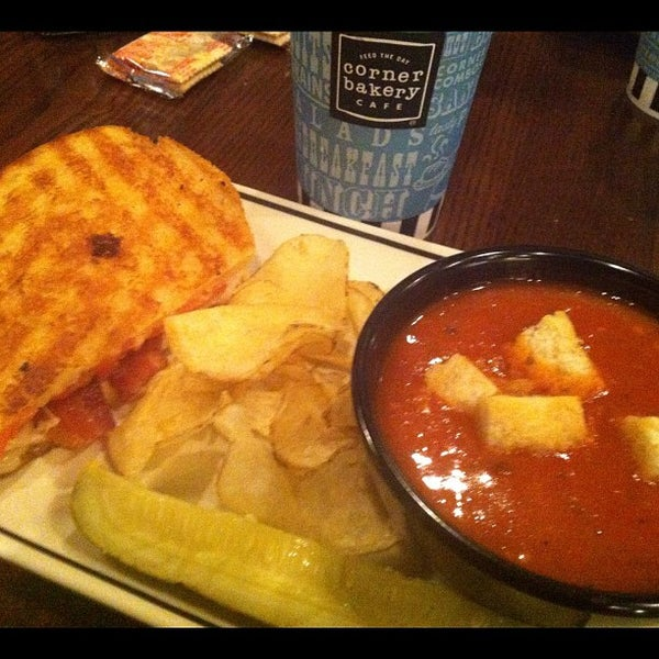 Photo taken at Corner Bakery Cafe by Wedge L. on 12/12/2012