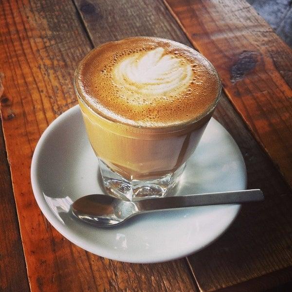 Foto tomada en Gaslight Coffee Roasters por Jenny el 8/29/2014