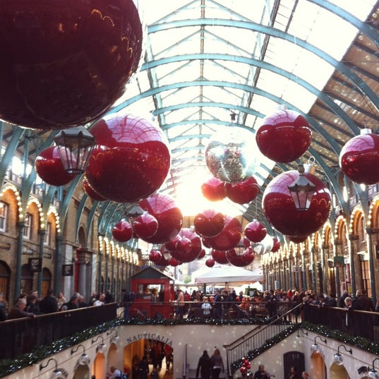 Photo taken at Covent Garden Market by Bonnie Y. on 11/18/2012