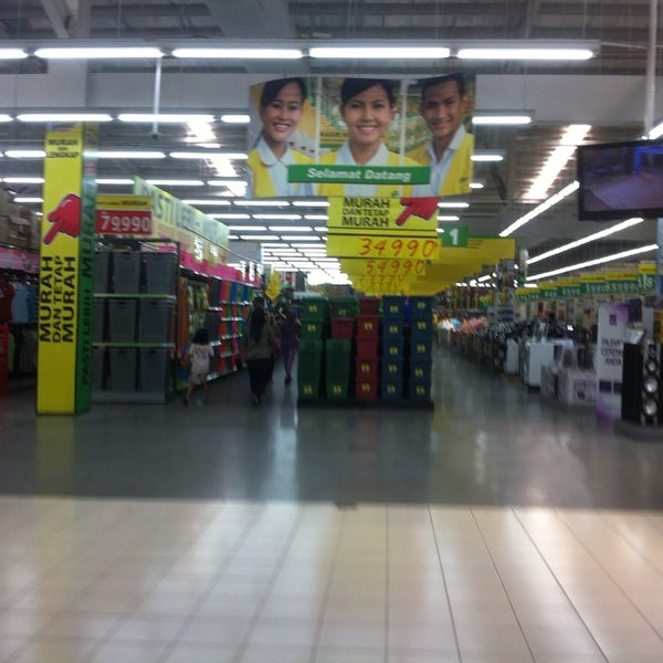 Photo taken at Giant by Rizqi Nur Laili on 8/30/2014