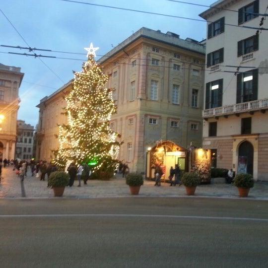 Foto scattata a Piazza de Ferrari da Fabio O. il 12/15/2012