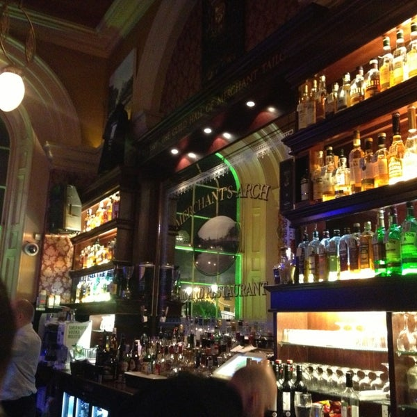 Merchant 39 s arch bar restaurant pub in dublin for Bar food dublin 2