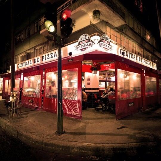 Foto tomada en Central de Pizzas por Rafepa M. el 12/9/2012