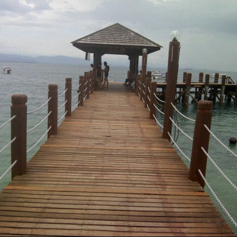 Photo taken at Manukan Island Jetty by €£  Pr@d@ on 10/11/2012