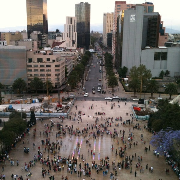 Das Foto wurde bei Mirador Monumento a la Revolución Mexicana von •_• HP™  . am 3/31/2013 aufgenommen