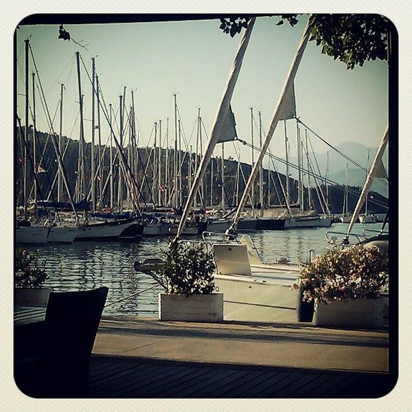 6/22/2013 tarihinde Oksana S.ziyaretçi tarafından Mod Yacht Lounge'de çekilen fotoğraf