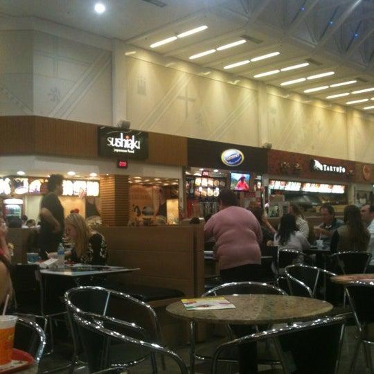 Foto tirada no(a) Shopping Neumarkt por Di R. em 9/22/2012