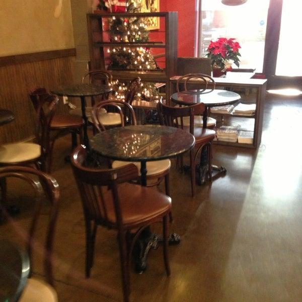 Foto tirada no(a) Sambalatte Torrefazione por Greg S. em 12/22/2012
