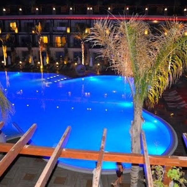 Foto scattata a Cratos Premium Hotel & Casino da Didem Aksoy 👠 il 4/23/2013