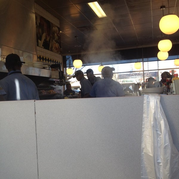 Photo taken at Waffle House by Genesis S. on 1/18/2014