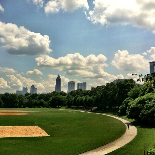 รูปภาพถ่ายที่ Piedmont Park โดย Cristian เมื่อ 6/20/2013
