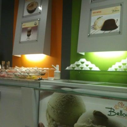 Foto tirada no(a) Bellona Sorvetes Artesanais por Vivian G. em 9/25/2012