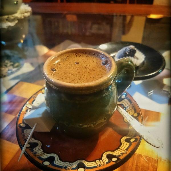 """Дуже приємна атмосфера. Невеличке, затишне місце. Спробуйте """"каву у турці"""" ☕🙋 12 приправ додано, а ще й подача з козиною бринзою 🍡😋"""