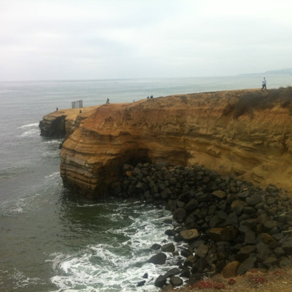Foto tirada no(a) Sunset Cliffs Natural Park por Lucille Z. em 10/28/2013