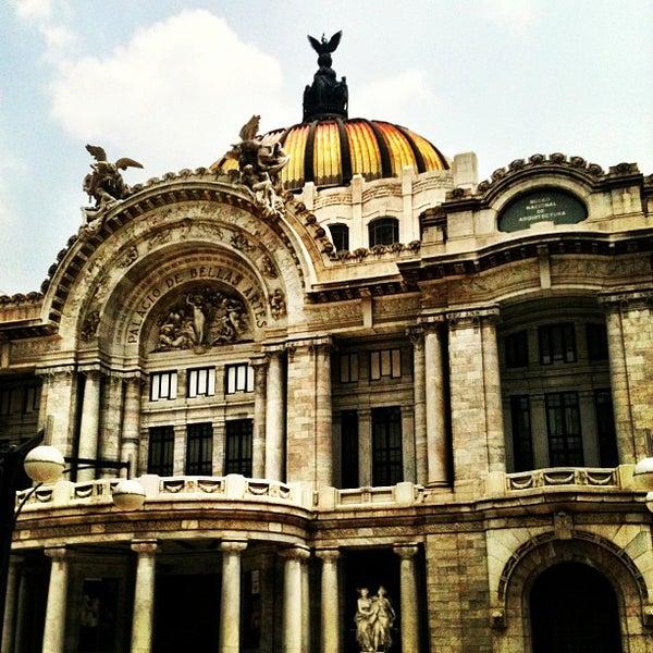 Foto tomada en Palacio de Bellas Artes por Oscar V. el 5/26/2013