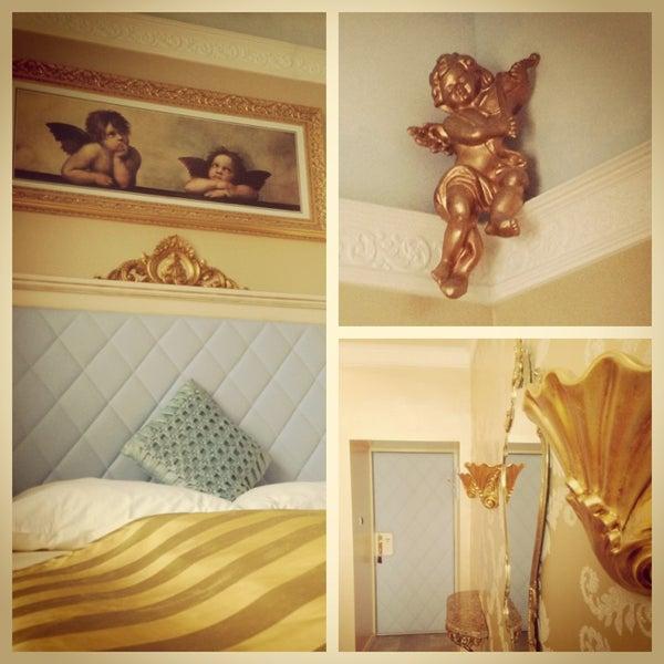 Das Foto wurde bei Hotel Urania von _lauschgift am 5/29/2013 aufgenommen