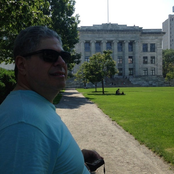Photo taken at Harvard Medical School Quadrangle by Sonia Maria Oliveira de B. on 9/11/2013