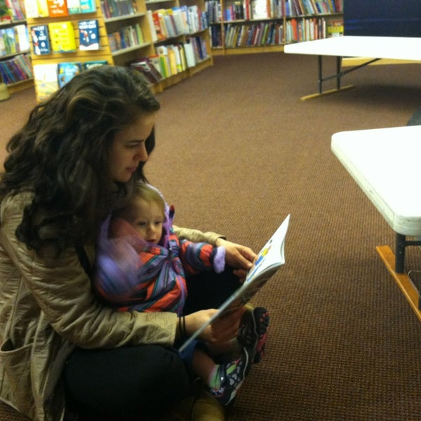 Photo taken at Harvard Coop Society Bookstore by Eric O. on 3/16/2013