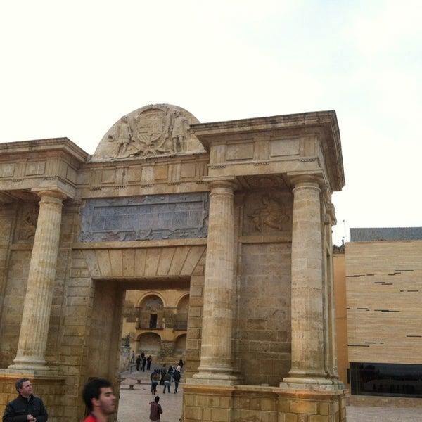 Puerta del puente monument landmark in centro for Puerta 4 del jockey