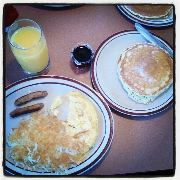 Photo taken at Denny's by Janel R. on 10/7/2012