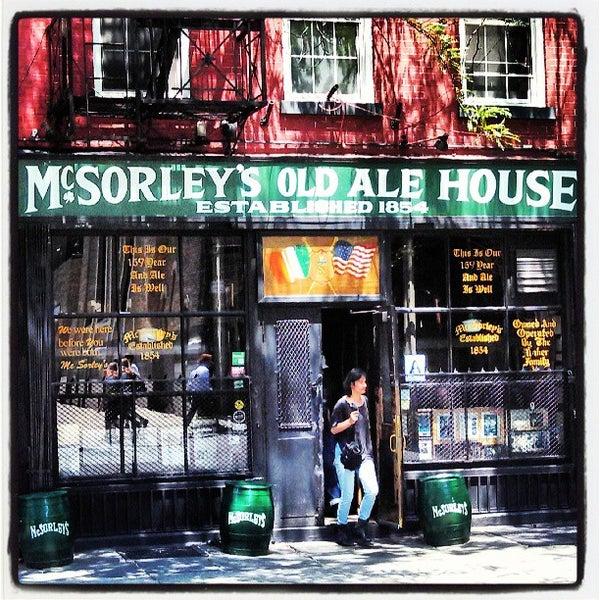 Photo prise au McSorley's Old Ale House par Vic C. le6/21/2013