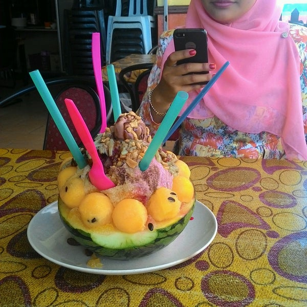 Photo taken at Restoran Pinang Sebatang by nina r. on 10/13/2016