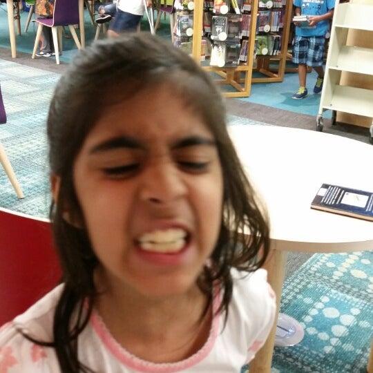 5/9/2014에 Maredeth T.님이 Niles Public Library District에서 찍은 사진