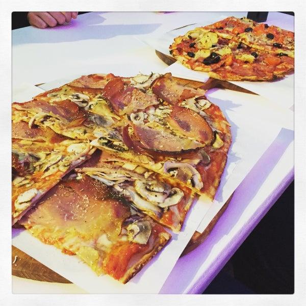 Diese Pizza macht glücklich.