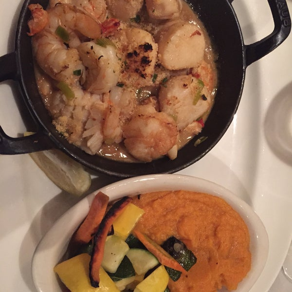 Premium seafood, good for groups, large wine list. Seafood sauté was awesome