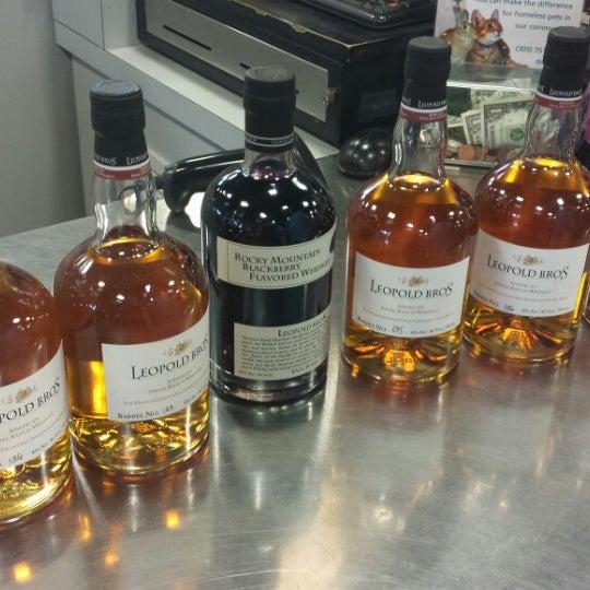 Foto tirada no(a) Argonaut Wine & Liquor por Marcy M. em 7/7/2013