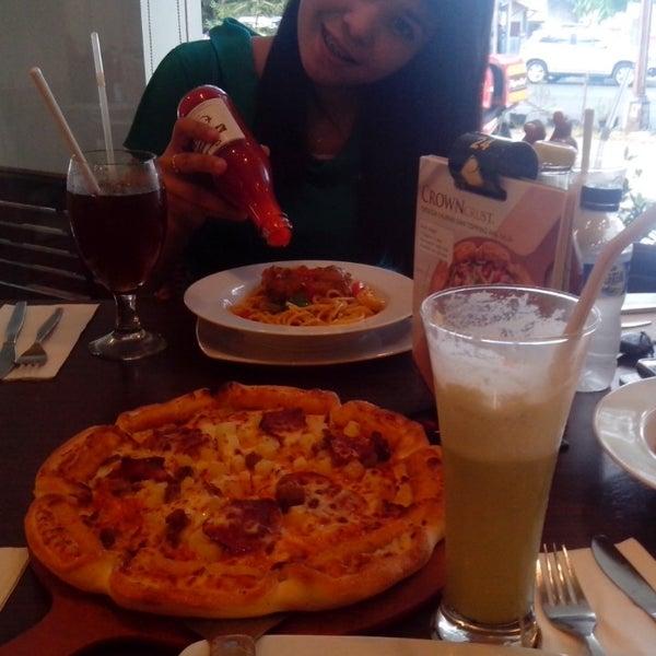 Photo taken at Pizza Hut by Okta S. on 2/3/2014