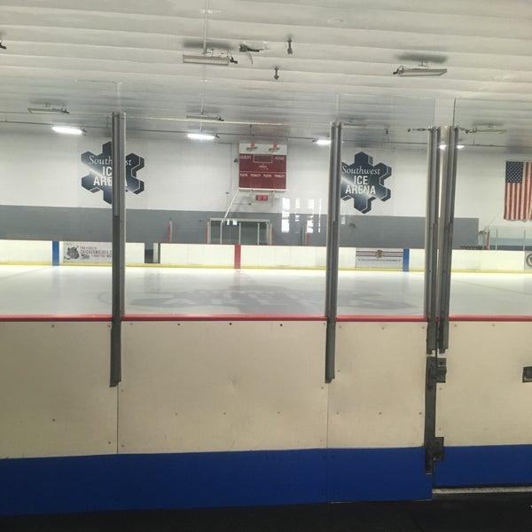 รูปภาพถ่ายที่ Southwest Ice Arena โดย J S. เมื่อ 5/23/2017