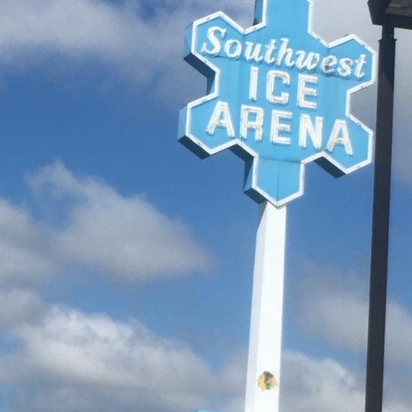 รูปภาพถ่ายที่ Southwest Ice Arena โดย J S. เมื่อ 5/5/2017