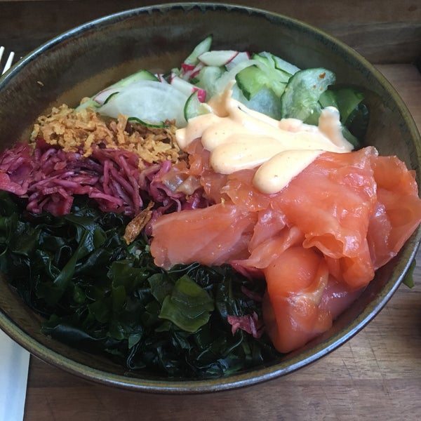 Food and drinks are good - nothing extraordinary, but good: ramens, poke bowl insp. It's the atmosphere that gets the big points. Note that in the summer there is a back garden that is really nice.