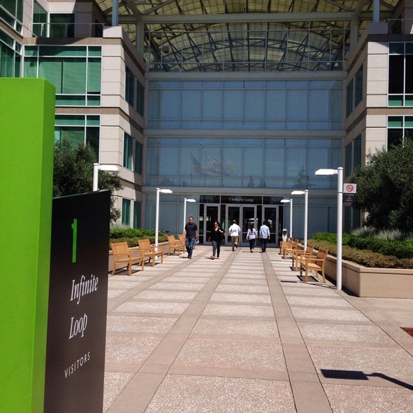 Photo taken at Apple Inc. by Raymond C. on 7/18/2013