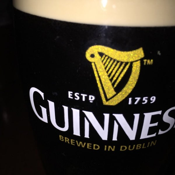 Foto tirada no(a) The Old Triangle Irish Alehouse por Kevin P. em 3/14/2015