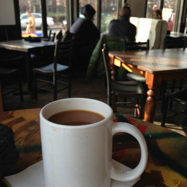 Foto tirada no(a) Big Bear Cafe por Noah K. em 2/2/2013