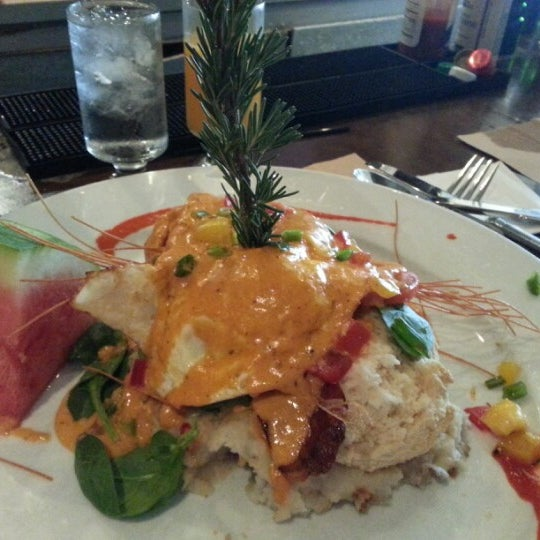 Photo taken at Hash House a Go Go by Helen on 10/4/2012