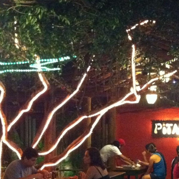 Lugar bacana, beco colorido e o mais importante ... Pizza de primeira!