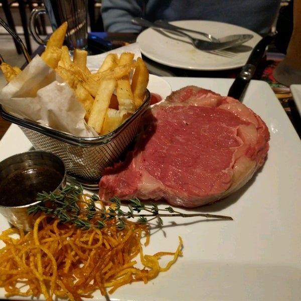 Photo taken at Outback Steakhouse by Christine F. on 12/17/2016
