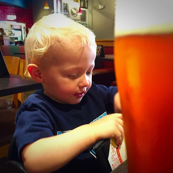 Photo taken at Red Robin Gourmet Burgers by Jeremy W. on 7/3/2015