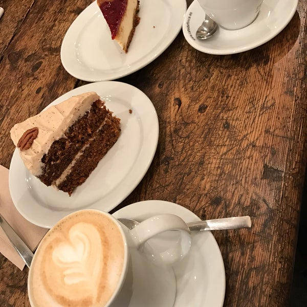 Cosy atmosphere, great coffee and amazing carrot cake.